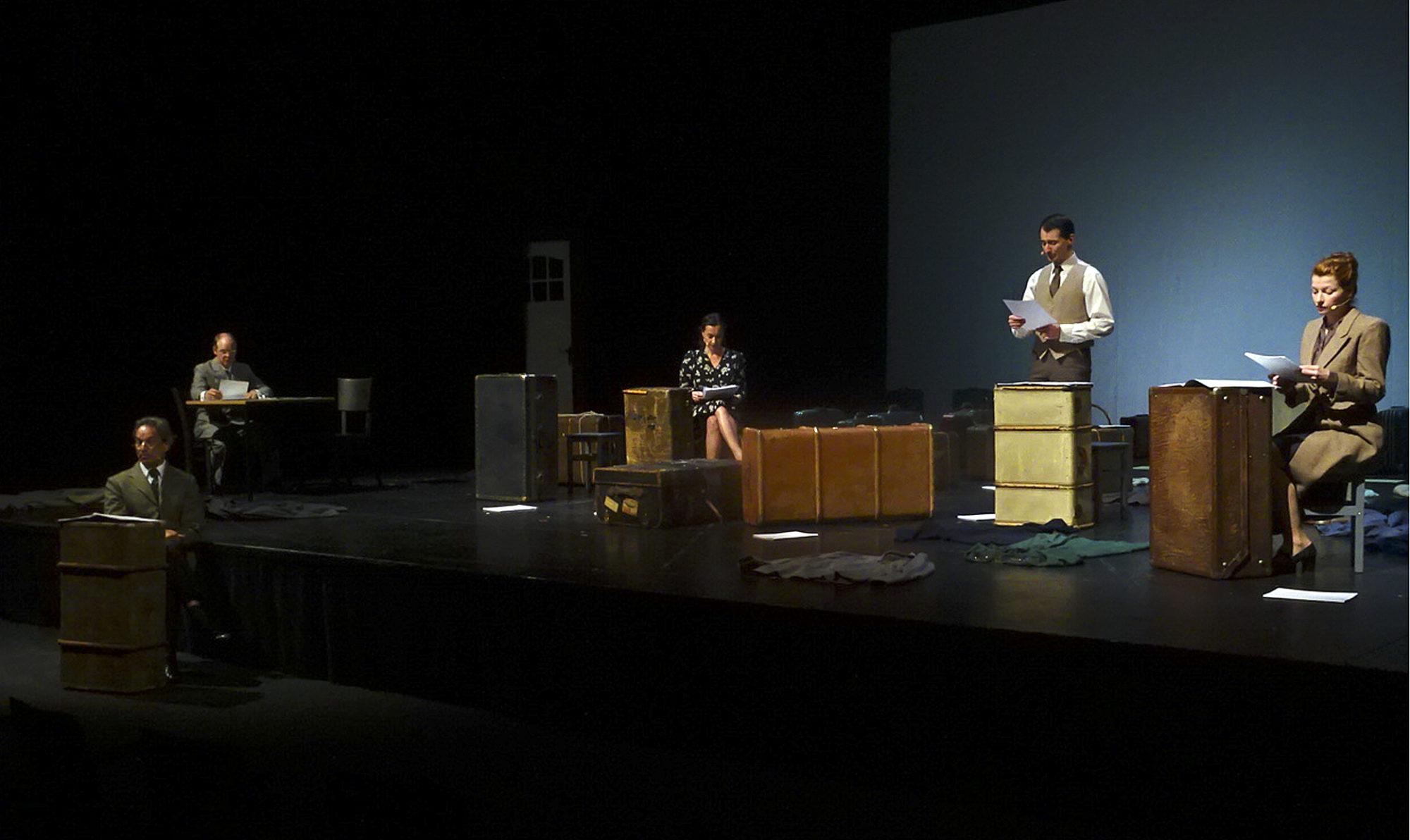 Aus den Akten auf die Bühne